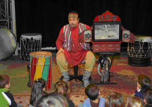 Daveed Kourp performs with his Kamishibai (www.Daveedkourp.com)